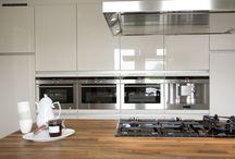 Keukeninspiratie / Een kijkje in de keuken bij klanten van Van Manen Keukens in Barneveld. Met trots tonen wij de gerealiseerde projecten en geven zo een kijkje in de keuken van anderen.