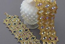 Beading / Things to make with seed beads.