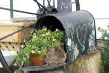 garden ideas for mailbox and seats