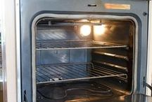 clean oven with baking soda and vinegar