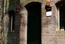 B&B Berend / Bed&breakfast Berend bevindt zich vlak onder de Dom in het Utrechtse stadscentrum in een prachtige gerenoveerde werfkelder direct aan de gracht. Vanuit hier kunt u lopend het veelzijdige Utrecht ontdekken of juist lekker terugtrekken in onze B&B die u veel ruimte en privacy biedt.