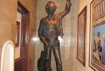 Uncle Allens Statue Liverpool UK