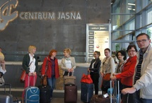 Bruksela wita nauczycieli z Polski / Co to jest sieć Europe Direct? Jak instytucje UE radzą sobie z wymogami wielojęzyczności? To niektóre zagadnienia omawiane podczas wizyty w Brukseli grupy 20 nauczycieli z Polski. W ciągu dwóch pełnych wrażeń dni (12-13 czerwca) nasi goście spotkali się z pracownikami Komisji Europejskiej i Parlamentu Europejskiego, mieli też okazję zwiedzić stolicę Belgii. Wyjazd poprzedziło seminarium w warszawskiej siedzibie Przedstawicielstwa KE w Polsce. http://bit.ly/11LJMbb