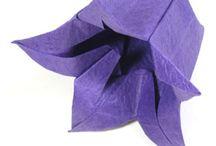 Origami blommor