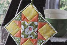 Kitchen Quilting Tutorials / Tutorials to make quilted kitchen projects.