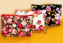 Souvenir Flowery Pouch / Pouch katun motif bunga-bunga