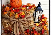 Hay bale fall porch decor / Fall decorations