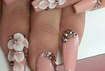 Ethnic wear nail polish