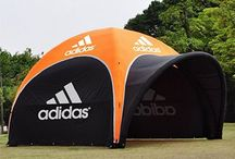 Tente publicitaire gonflable et auto-ventilée