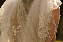Robe de mariée / by Maggybol De La Fontaine