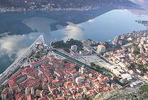 モンテネグロ / イタリアからアドリア海を挟んだところにある、南東欧の国モンテネグロ。蒼い海と山々を抱く、自然美しい小国です。 昔は、ユーゴスラビアという国の一部でしたが、2006年に独立を果たした、とっても新しい国です♪