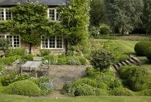 Seating areas in Gardens