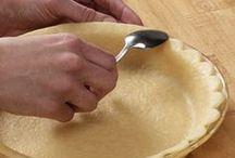 Edging pie crust