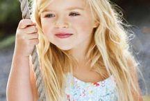 Coiffure fille / Petites idées de coiffures tendances pour votre petite fille. Avec #KitandCoco: traitement & style peuvent maintenant se conjuguer!  #maviesanspoux