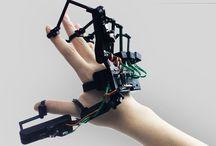 Virtuality reality / Wat je ziet, is er niet, wat je pakt, heb je niet echt. Met virtual reality kunnen mensen met psychische problemen zoals fobieën geholpen worden. En mensen met een vt-robothand kunnen straks misschien hun handen weer gebruiken...