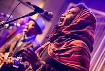K'bossy / K'bossy est composé de quatre musiciens/chanteurs renommés de Madagascar. Entre chants traditionnels à capella et une musique typique de Madagascar ils seront retenir votre attention.