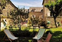 Le Clos du Barry - Chambres d'hotes Aveyron / Christelle et Guilaume vous accueillent dans une ancienne batîsse du 18ème siècle en pierres des Causses transformée en chambres d'hotes de charme en Aveyron (entre Rodez et Severac-le chateau).  Découvrez nos 5 chambres d'hotes de charme, décorées avec goût situées à Séverac-l'Eglise, village typique de l'Aveyron entre Rodez et Severac-le-Chateau.