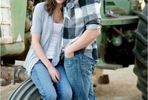 Engagement photo ideas / by Janey Kinley