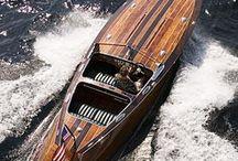 classic motorboat / Nautic