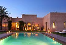 Villa Merouane / Une splendide villa de 380 m² comprenant 1 grande suite, 3 chambres et 1 chambre d'appoint, toutes avec salles de bain privatives, 1 grand séjour et 1 salle à manger dans un parc de 5 000 m² et sa piscine privée chauffée.