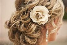 Coiffure de la mariée / Trouvez la coiffure de mariage tendance qui vous ressemble.