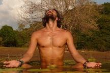 Mika de brito / http://www.mika-yoga.fr COURS / ATELIERS / VOYAGE YOGA de Mika De Brito Certified Jivamukti Yoga Teacher il est professeur de yoga depuis 15 ans. il débute par l'ashtanga yoga en 1997 avec Baptiste Marceau puis enrichie sa pratique avec l'agni yoga, les techniques himalayennes, de nombreux voyages et rencontres. Il enseigne dans les meilleurs centres, Rasa yoga, centre de danse Rick Odums, Big Apple yoga. Il organise des retraites de yoga à travers le monde, il est reconnu internationalement.