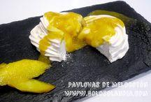pavlovas de melocotón / pavlovas de melocotón fácil receta casera, paso a paso.  http://www.golosolandia.com/2014/08/pavlova-de-melocoton.html