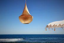 Boda en la playa de Jávea con buena música y decoración balinesa. / http://www.edisee.com/bodas/#/boda-en-la-playa-de-javea-2  Frente al Cabo de San Antonio de Jávea, en La Siesta, uno de los espacios más de moda este verano con su decoración balinesa celebraron su boda en la playa C&G junto a todos sus amigos bajo un radiante sol y un brillante mar.
