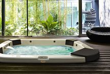 Baseny i sauny / Swimming pools & saunas / SPA ogrodowe to niepowtarzalny klimat, szum wiatru, deszczu, zapach i blask palonego drewna w piecu. Wszystko to sprawia, że po takiej kąpieli czujemy się zrelaksowani, wypoczęci i pełni sił witalnych. Jeśli mamy ku temu odpowiednie warunki, warto pokusić się o stworzenie swojego prywatnego spa w ogrodzie z basenem i sauną.