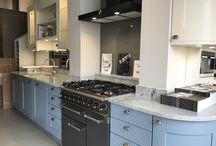 "Ex Display Hacker ""Oxford"" Shaker Painted Solid Wood Kitchen / An ex-display kitchen from German manufacturers Hacker from their ""Oxford"" range. The doors are made from a composite wood grain. The kitchen is painted in basalt grey, agate blue and magnolia. The stunning worktop is 30mm Blanco Eclipsa stone. Includes the Falcon range and Siemens fridge freezer."