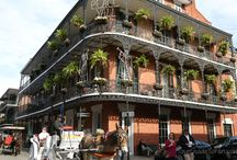 New Orleans Tourist Attractions / New Orleans tourism in French Quarter, Bourbon Street, swamp tours, plantations, arts, restaurants and street musicians