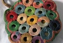 q le colocas para tejier o q es para forrarlo en hilo o lana esta (y)