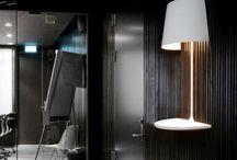 Illusion Northern Lighting - lampa i stolik w jednym / Sprawia wrażenie jakby unosiła się w powietrzu.   Mały niezbędnik podczas przyjęć, mini stoliczek na co dzień lub po prostu przedmiot dekoracyjny do nabycia na www.scandinavianliving.pl