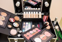 OFRA KITS & DISPLAYS / Our professional makeup kits are trusted by over 750 cosmetic institutions, makeup industry experts and people who love high quality makeup. Each kit features different combinations of our hypoallergenic and highly pigmented products.