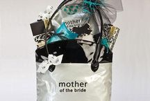 Gifts Ideas: Parents / Great gift ideas for mother and father of the Bride or Groom! Some of these would be great DIY's!