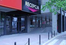 """Boutique Hotel's III w centrum Łodzi Al. Piłsudskiego 10/14 (comfort) / Boutique Hotel to innowacyjny i zapewniający wygodę hotel. Wszystkie oferowane pokoje cechują się oryginalnym wzornictwem oraz wyposażeniem.  90-051 Łódź, al. Piłsudskiego 10/14  GPS N51° 45' 36"""" E19° 27' 40"""" tel. (+48) 42 681 22 22 kom. (+ 48) 512 20 10 90  email: pilsudskiego@hotels24.com.pl http://www.hotels24.com.pl/hotele-lodz/boutique-hotels-pilsudskiego.html"""