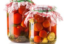 DIY - Food in a Jar / Food  in jars are great to preserve food for some time but also make beautiful and fun diy gifts