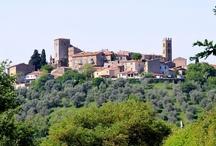 Montemerano (20 km) / Un paese piccolo e molto curato