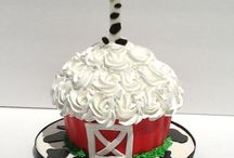 cakes / by Heidi Moya