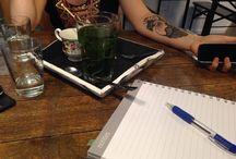 YW Instagram Hard aan het werk. Brainstormen over workshops and more met @maximerd. Tevens wachten op lekkere vegan springolls