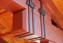 konstrukční prvky ve stavbě ze dřeva