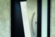 Puertas Modernas AVplus / Paneles de puerta exterior en aluminio o pvc