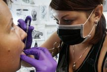Jane Absinth Piercing Works / 2016 ist Jane genau 10 Jahre ein Teil der Tattoo und Piercing Industrie. Sie kennt sich bestens mit den neusten Trends aus, erweitert stets Ihre Kenntnisse und Professionalität Dank fachlichen Weiterbildungen, ständiger Teilnahme an weltweiten Tattoo und Piercing Events und Ihrem internationalem Freundeskreis. #piercerin #piercingdüsseldorf #piercingohnetermin #piercing  #bauchnabelpiercing #knorpelpiercing #düsseldorf #piercingstudio #zungenpiercing #piercingschmuck #janeabsinth