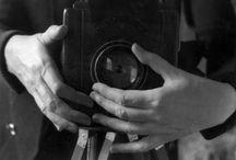 Fotografia è femminile / Ritratti e storie di note reporter della storia della fotografia
