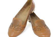 Adoro sapatos!!! / by Creuza Medeiros