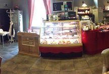 Kavárna Interiér de l'Art / Úžasná francouzská kavárna v centru Prahy - Opletalova 23. Čerstvé domácí koláče, francouzské pečené slané koláče quiche, palačinky galletes, crépes, francouzská káva Café Richard, špičková vína, Únětické pivo.