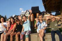 Kolonie i obozy w górach / W Zakopanem od lat organizowane są kolonie i obozy z nauką języka angielskiego. Na dzieci i młodzież czeka przyjemna nauka języka, górskie wędrówki, kursy wspinaczki, wycieczki na Słowację, mnóstwo zajęć rekreacyjnych, integracja i dobra zabawa.