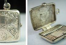 Miniatuur en kinderspeelgoed / Bedeltjes en miniatuur zilverwerk