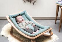 wundervolle Babywippen / Schöne Auswahl an hochwertigen Babywippen aus Holz für entspanntes Schaukeln - unverzichtbarer Komfort für Eltern & Kind. Träumend schaukeln und doch immer im Blickfeld der Eltern! Sanfte Bewegungen wiegt Kinder in den Schlaf!