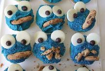 Cute Cupcakes / by Nadia Carriere (ChildMode.com)